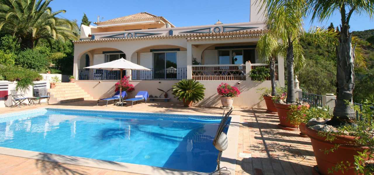 Stunning 3 (+1) bedroom villa with sea views near Estoi