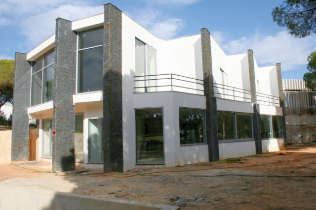 Modern villa with infinity pool and direct access to golf course