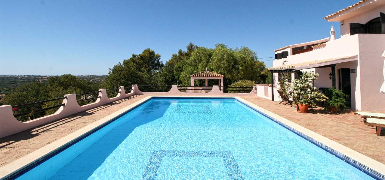 Lovely country villa in peaceful location and...