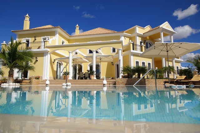 Magnificent villa with pool, country and sea view