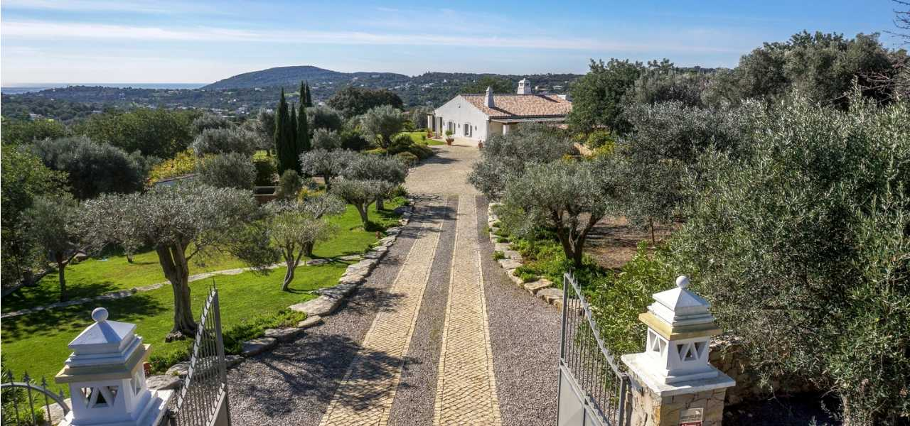 Stunning country villa in a Mediterranean style close to Santa...