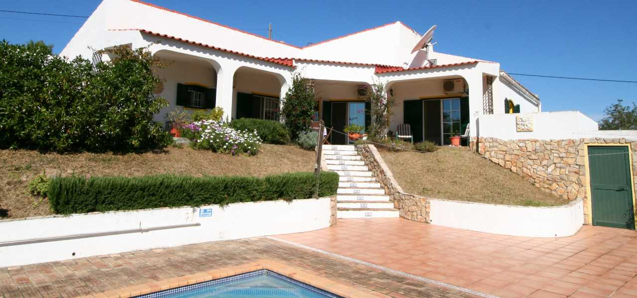 Charming 2 bedroom country villa with land and pool