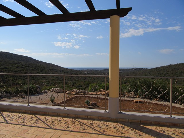 High quality 3 bedroom villa on large plot with outstanding sea and country view