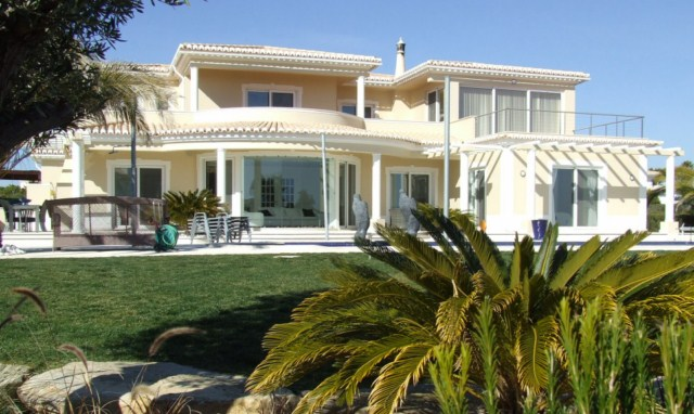 Luxury 4 bedroom Villa with overflow pool and sea view in Carvoeiro