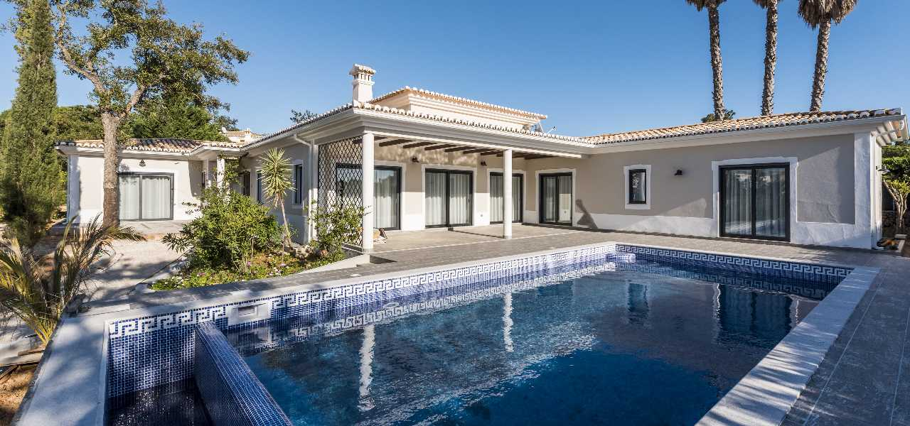 Fully renovated, quality villa with heated pool...