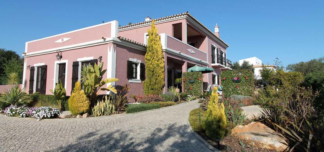 Kuerzlich erbaute freistehende Villa mit Pool bei Almancil