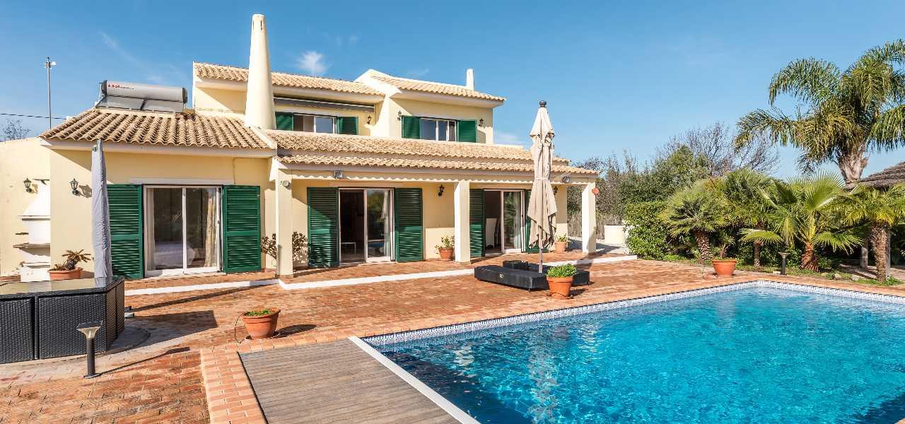 Gepflegte Familienvilla mit beheiztem Pool im Süden Portugals...