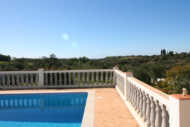 Villa with swimming pool near Moncarapacho
