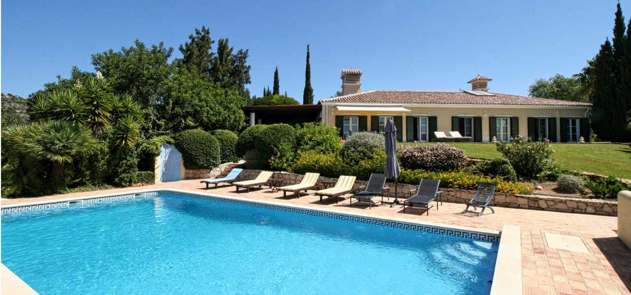Quality 5 bed traditional villa with sea views near Loule