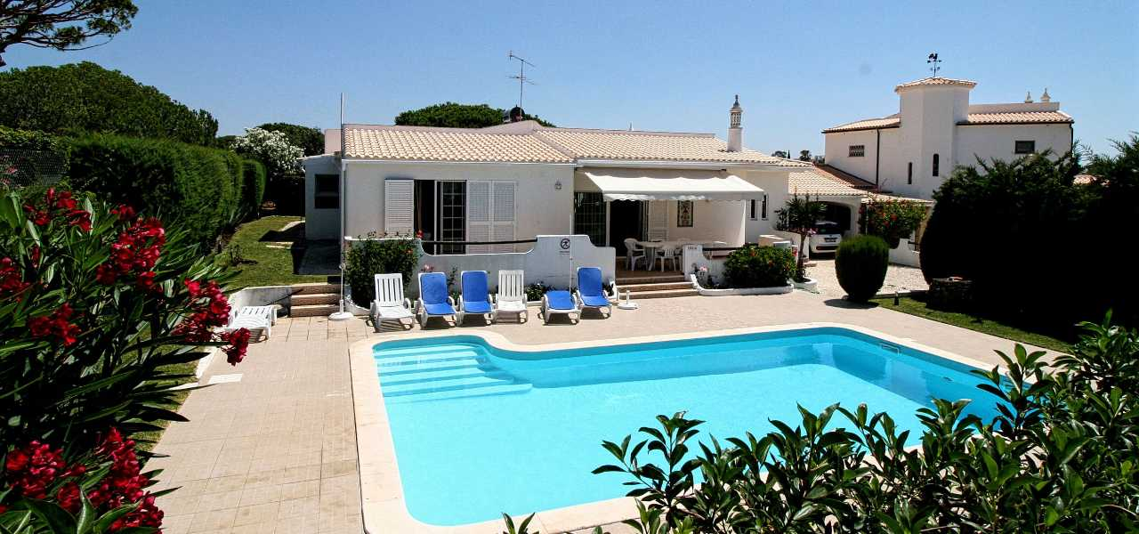 Gorgeous 3 bedroom villa in walking distance to the beach near...