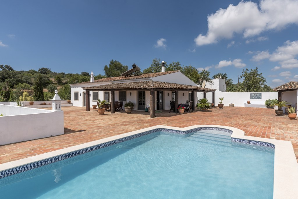 Traditional style 4 bedroom villa with pool spectacular view